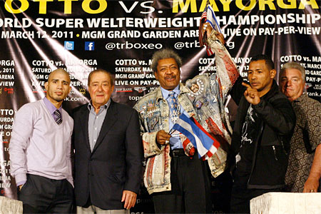 Miguel Cotto and two-division world champion Ricardo Mayorga pose with Hall-of-Fame Top Rank promoter Bob Arum and Don King for their upcoming world title fight. Photo by Chris Farina/Top Rank
